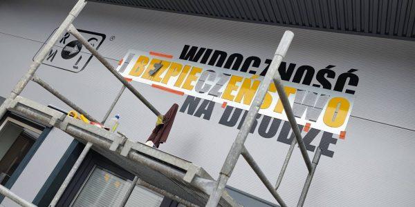 Oznakowanie firmy - litery płaskie, folia na elewacji. Producent oznakowania firm MKDesign.pl - reklama i marketing